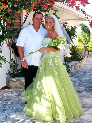 Shelley Was Such A Gorgeous Bride In Her Stunning Lime Green Lace Dress Wedding
