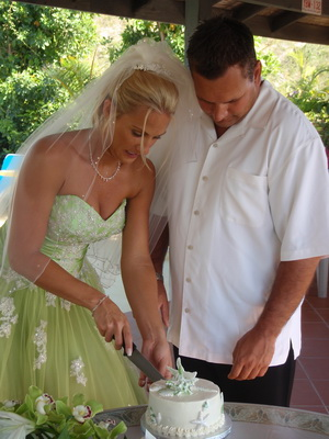 Cutting the wedding cake at Harbour Club Villas