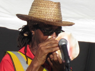 The multi talented David Bowen was MC for the event and he showed everyone how to produce sound from a conch shell.