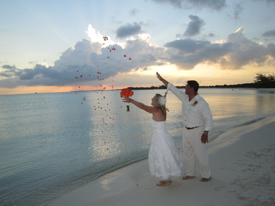 I think this is my favourite shot as Lori and Dan throw petals into the water just as the sun sets over Turtle Rock.