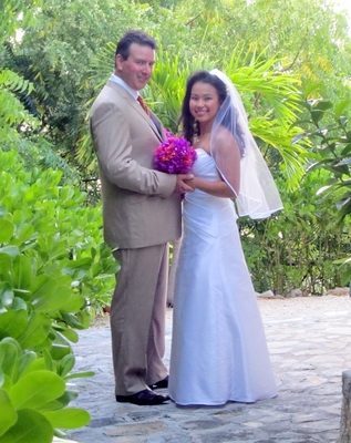 Our bride and groom, Tam and Derek were married yesterday at a beach wedding ceremony out at Leeward beach.
